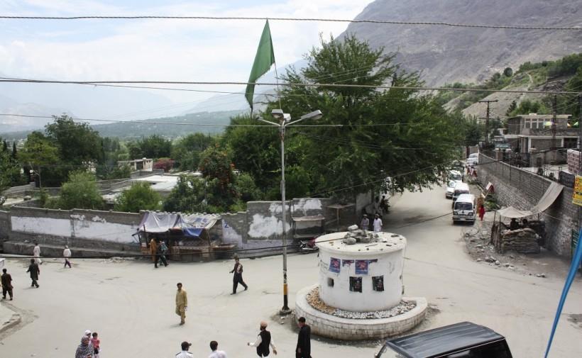 Varley3-Shia flag at DHQ