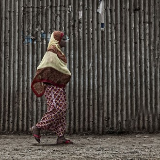 Woman, Arusha (Photo by N. Feans, flickr, CC BY 2.0)