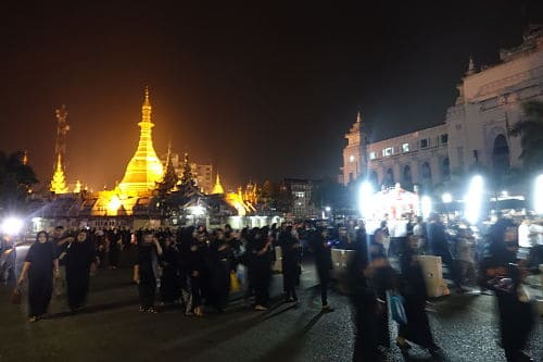 On Arba'een, the downtown procession passes the golden Sule pagoda (Photo by Judith Beyer)